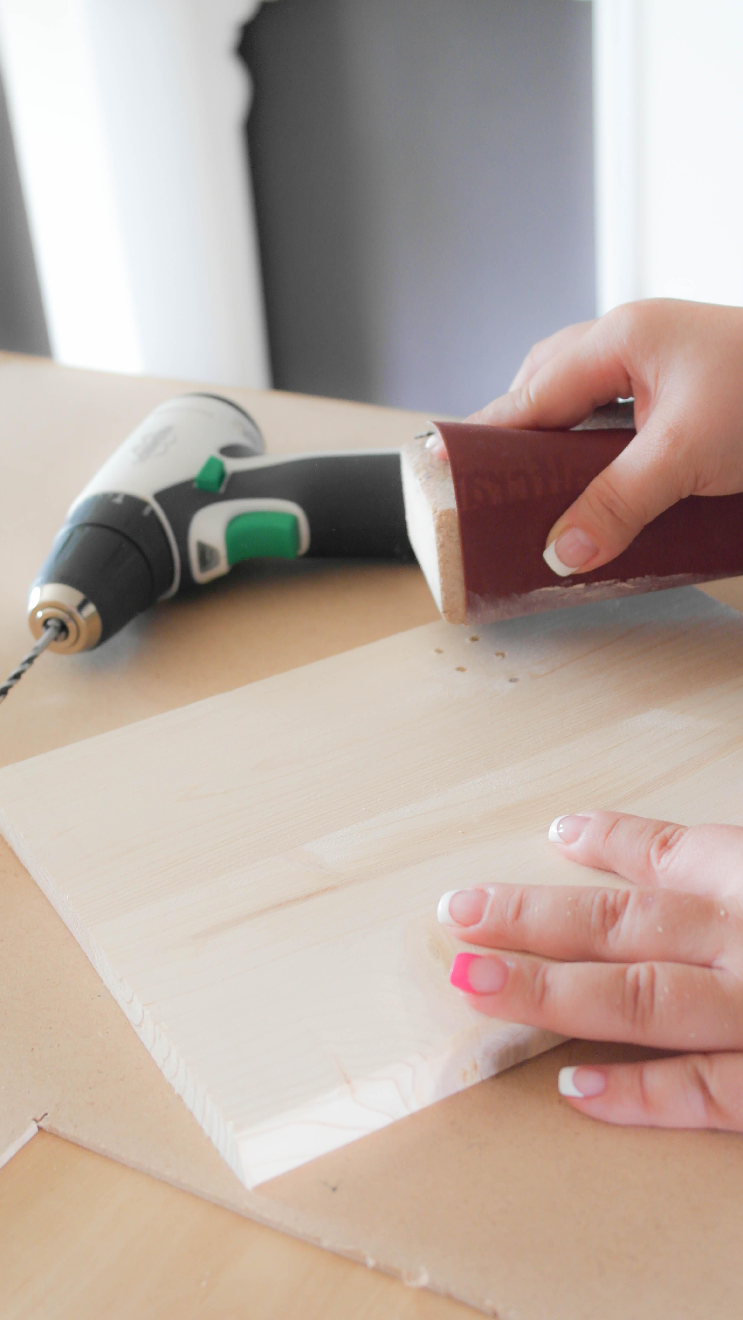 Kanten mit Schleifpapier abschleifen