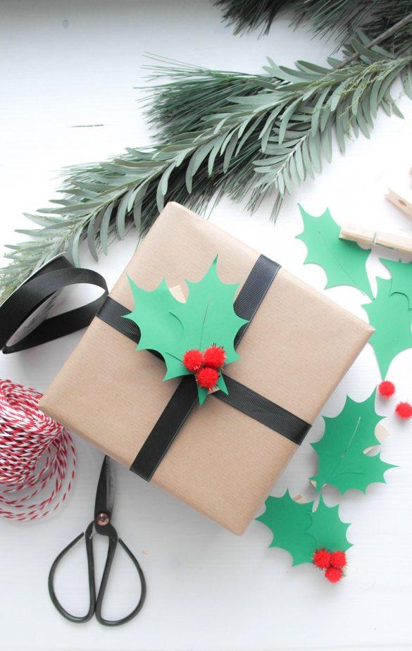 Geschenk verpackt mit Geschenkanhänger aus Wäscheklammer