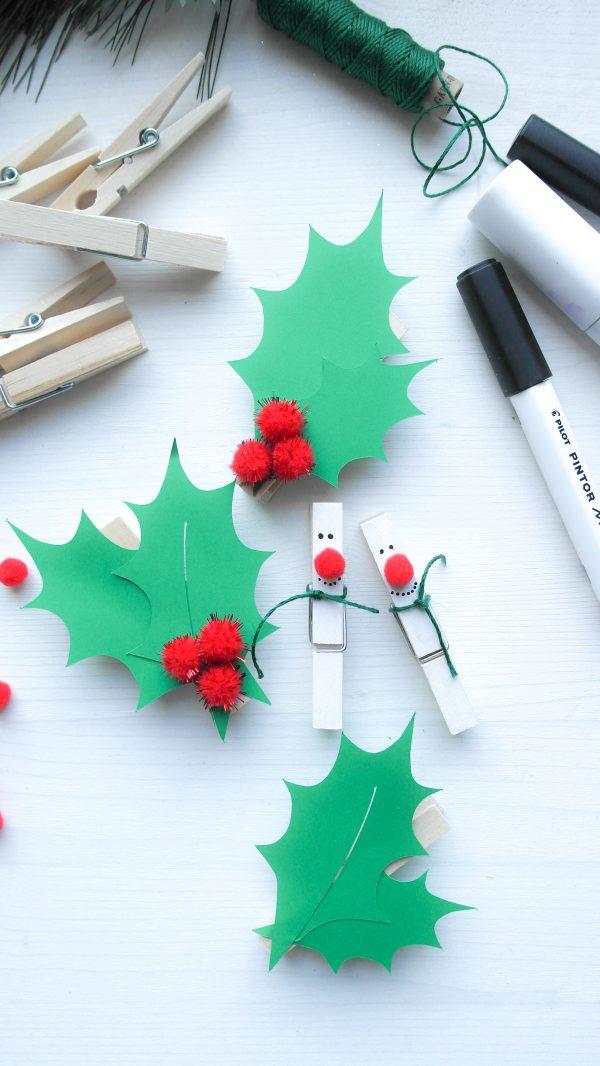 Wäscheklammer als Schneemann und Stechpalmenblatt in grün aus Papier