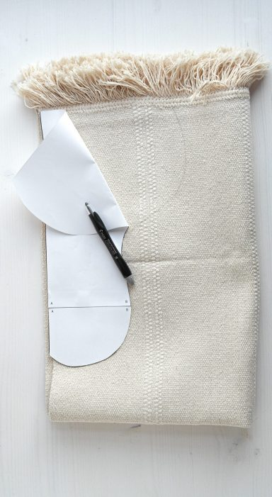 Papier-Vorlage (Muster) auf den Teppich Sortsö übertragen