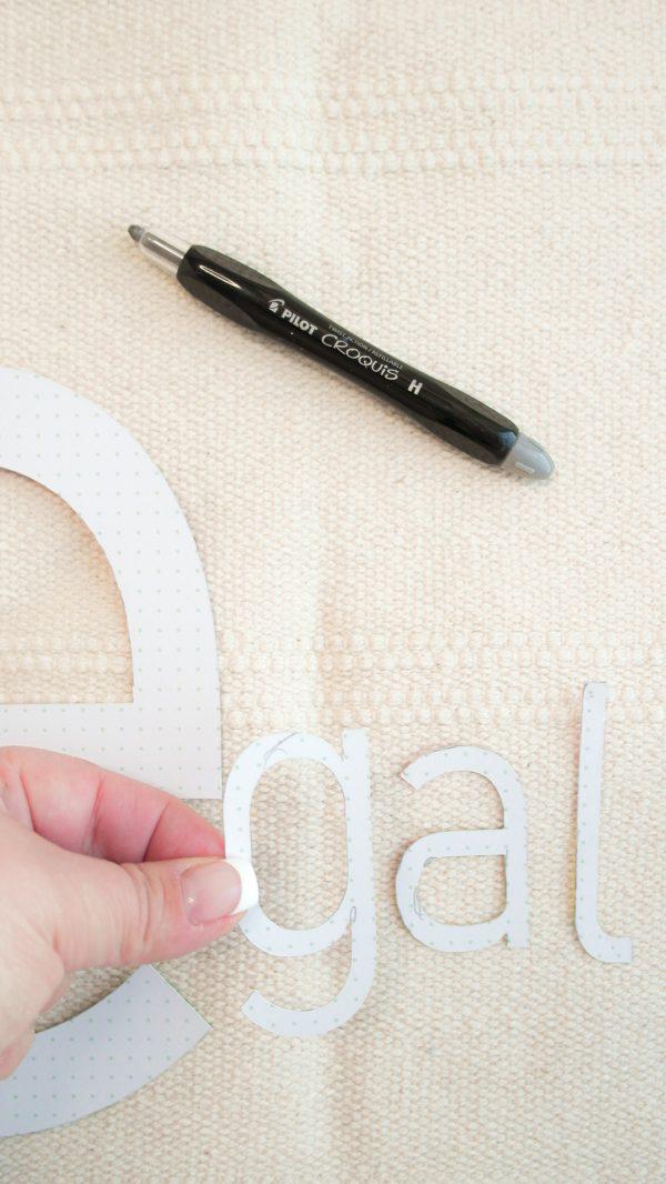 Teppich mit typografischen Buchstaben e und den Pintor Kreativmarkern in unterschiedlichen Stärken