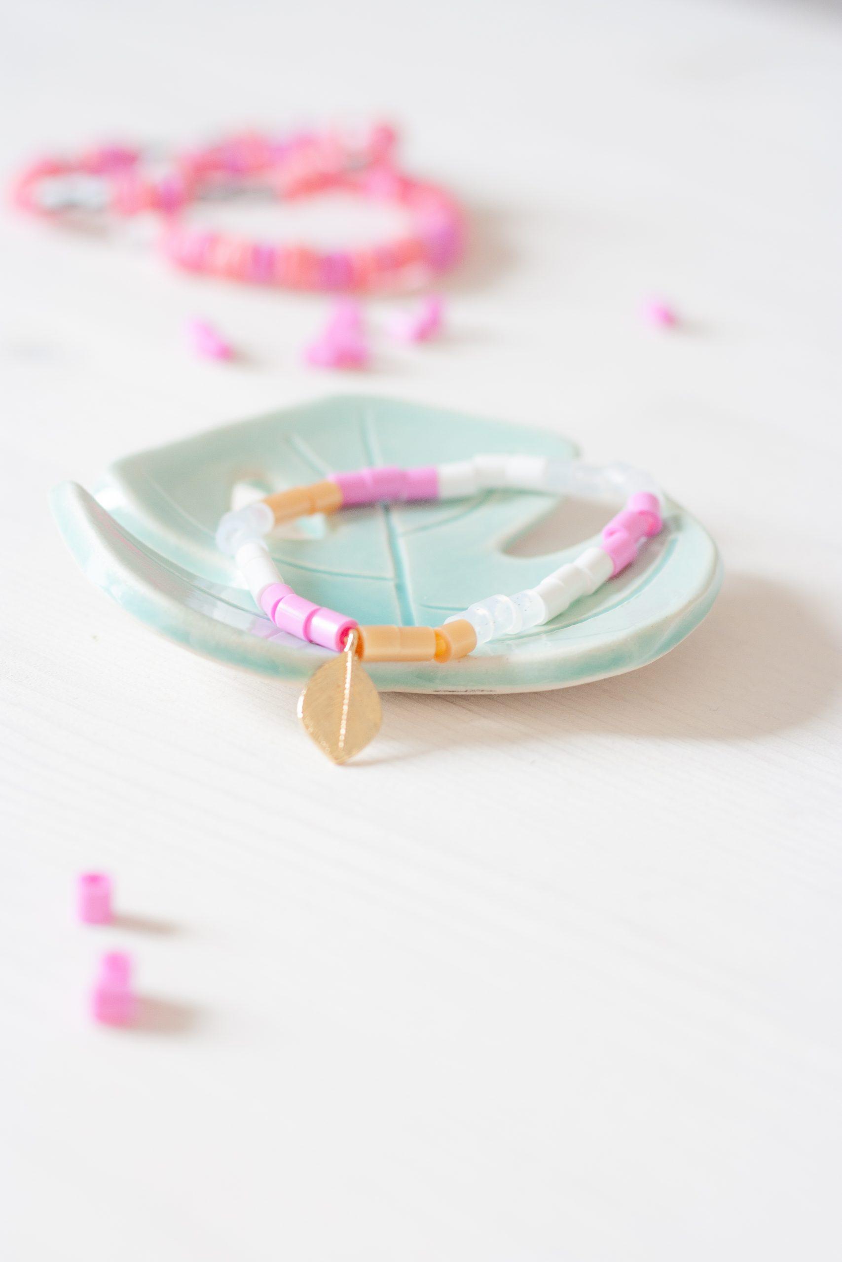 Stilvolles Armband aus Bügelperlen.