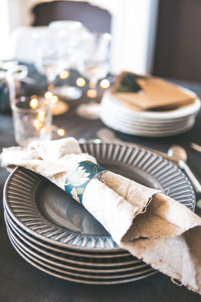 DIY Serviettenring aus Geschenkpapier Upcycling
