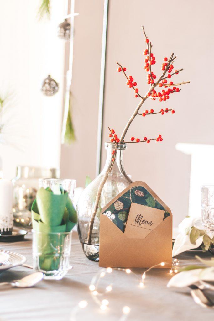 Festtafel für Weihnachten natürlich und schön
