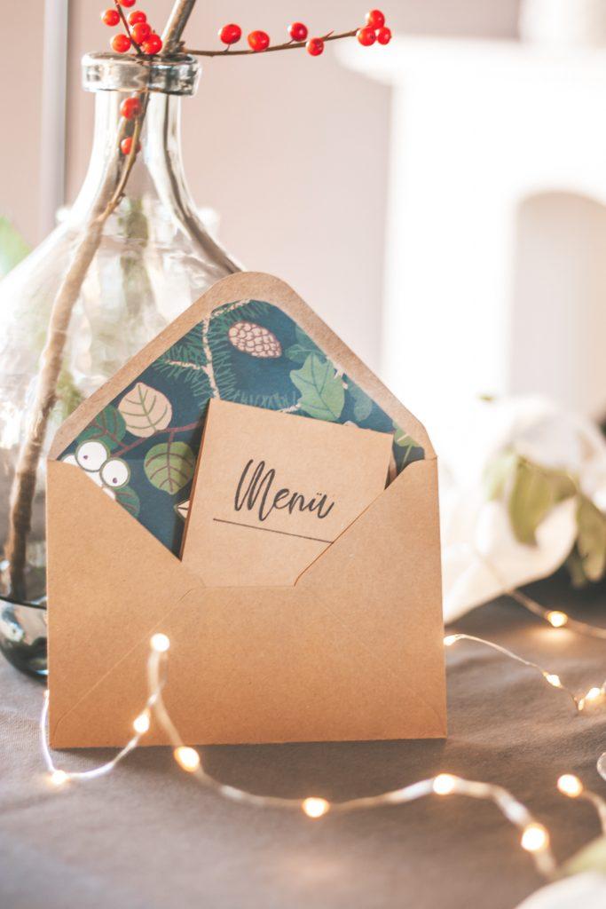 Briefumschlag von innen gestalten mit Geschenkpapier mit Menükarte